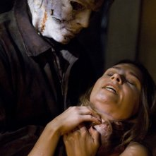 Tyler Mane/Michael Myers in una scena del film Halloween
