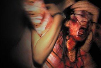 Un'immagine disturbante del film Rec