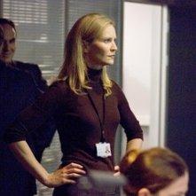 Joan Allen in una scena del film The Bourne Ultimatum