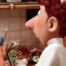 Alfredo Linguini e il piccolo Remy all'opera in una scena del film Ratatouille