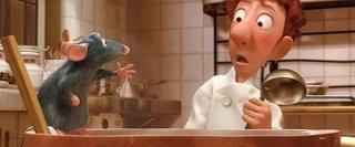 Linguini e Remy in cucina in una scena del film Ratatouille