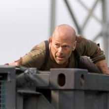 Bruce Willis in una scena dell'action Live Free or Die Hard