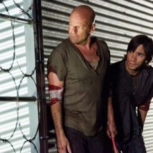 Justin Long e Bruce Willis  in una scena del film Live Free or Die Hard