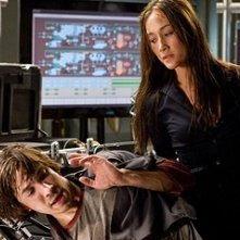 Justin Long e Maggie Q  in una scena del film Live Free or Die Hard