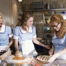 Keri Russell, Adrienne Shelly e Cheryl Hines in una scena del film Waitress