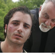 Confronto tra Nicolas Vaporidis e Giorgio Faletti in una scena del film Cemento armato
