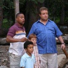 Dallin Boyce, Cuba Gooding Jr e Paul Rae in una scena del film Il campeggio dei papà