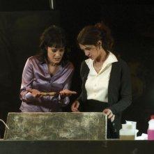 Coralina Cataldi Tassoni e Asia Argento tentano incautamente di aprire l'urna contenente i resti della Terza Madre, Mater Lachrymaryum
