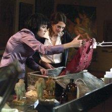 Coralina Cataldi Tassoni e Asia Argento in una scena del film La terza Madre