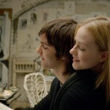 Evan Rachel Wood con Jim Sturgess in una scena di Across the Universe