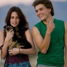 Kristen Stewart e Emile Hirsch in una scena di Into the Wild