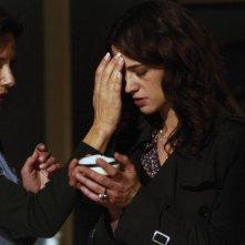 Asia Argento tenta di evocare lo spettro di sua madre in una scena del film La terza Madre