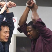Jackie Chan e Chris Tucker in una sequenza del film Rush Hour - Missione Parigi