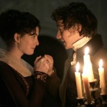 Anne Hathaway e James McAvoy in una scena del film Becoming Jane - il ritratto di una donna contro