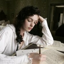 Anne Hathaway in una sequenza di Becoming Jane - il ritratto di una donna contro