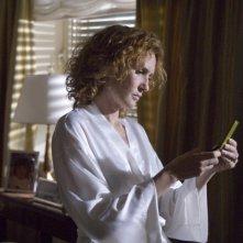 Lucrezia Lante della Rovere in una delle scene di SMS - sotto mentite spoglie