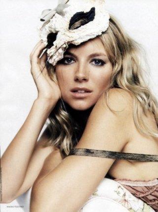 Una sensuale immagine di Sienna Miller