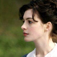 Una bella immagine di Anne Hathaway, protagonista di Becoming Jane