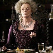Una scena del film Becoming Jane: Maggie Smith