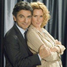Vincenzo Salemme e Lucrezia Lante della Rovere in una scena di SMS - sotto mentite spoglie