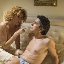 Vincenzo Salemme e Lucrezia Lante della Rovere in una sequenza di SMS - sotto mentite spoglie