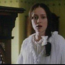 Gillian Anderson in una scena di A Cock and Bull Story