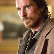 Christian Bale in una scena del film Quel treno per Yuma