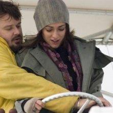 Giuseppe Battiston con Valentina Lodovini in una scena de La giusta distanza