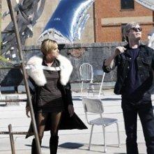 Guy Pearce e Sienna Miller in una scena di Factory Girl