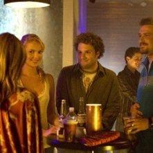 Katherine Heigl e Seth Rogen con Jason Segel in una scena di Molto incinta