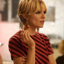 Una splendida Sienna Miller in un'immagine del film Factory Girl