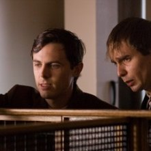 Casey Affleck e Sam Rockwell in una sequenza de L'assassinio di Jesse James