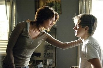 Thomas Dekker e Lena Headey in una foto di Sarah Connor Chronicles