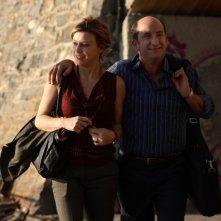 Antonio Albanese con Margherita Buy in una scena del film Giorni e nuole