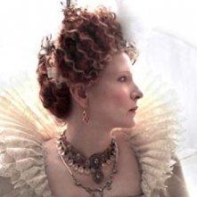 Una magnifica Cate Blanchett in un'immagine del film Elizabeth: The Golden Age