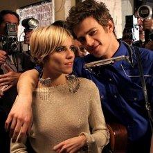 Hayden Christensen accanto a Sienna Miller nel film Factory Girl