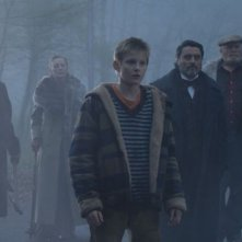 Alexander Ludwig con Ian McShane in una scena de Il risveglio delle tenebre