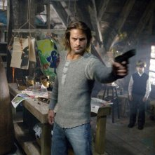 Josh Holloway in una scena del film Whisper - Il respiro del diavolo
