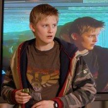Il giovane Alexander Ludwig in una scena de Il risveglio delle tenebre