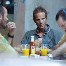 Ali Suliman, Peter Berg e Ashraf Barhoum sul set del film The Kingdom