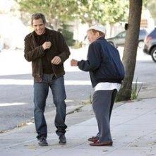 Ben Stiller con suo padre Jerry Stiller in una scena de Lo spaccacuori.