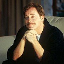 Greg Kinnear in una scena di The Matador