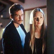 Hope Davis e Greg Kinnear in una scena di The Matador