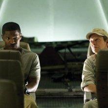 Jamie Foxx con Chris Cooper  in una scena di The Kingdom