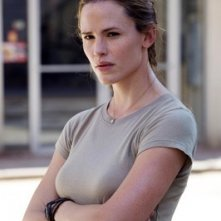 Jennifer Garner in una scena di The Kingdom