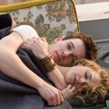 Jonathan Rhys-Meyers e Keri Russell in una scena di August Rush