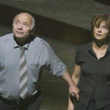 Laura Morante con Burt Young in una sequenza del film Il nascondiglio
