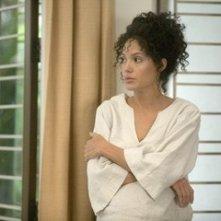 Una bella immagine di Angelina Jolie in una scena del film A Mighty Heart - Un cuore grande