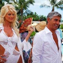 Biagio Izzo e Victoria Silvstedt  in una scena di Matrimonio alle Bahamas