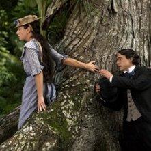 Giovanna Mezzogiorno con Unax Ugalde in una scena de L'amore ai tempi del colera
